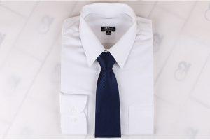 Cavat sọc chìm tím than phối với áo trắng