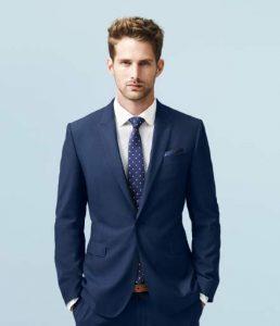Chọn màu cavat xanh và suit xanh tinh tế