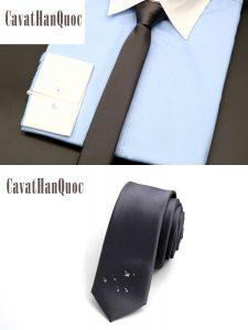 Phối màu cavat bản nhỏ với áo sơ mi xanh dương