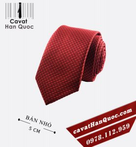 cà vạt đỏ mận