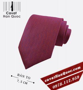 Cà vạt màu đỏ đô chấm xanh bản to