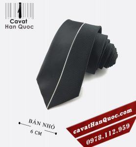Caravat đen sọc trắng