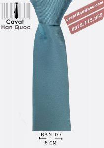 Cà vạt màu trung tính nên rất dễ kết hợp với áo sơ mi