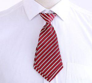 Cà vạt nữ kẻ đỏ mận với chất vải polyester loại tốt, mềm mại