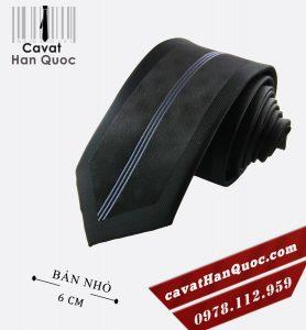 Cà vạt đen kẻ tím giữa