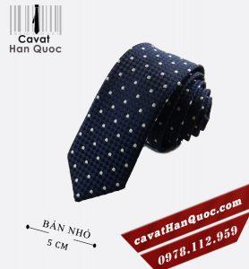 Cà vạt bản nhỏ xanh than chấm tròn trắng