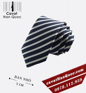 Cà vạt bản nhỏ xanh than kẻ trắng bạc