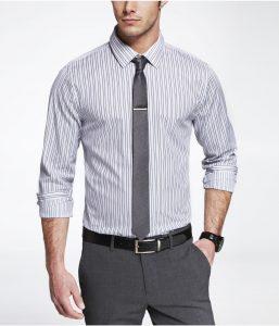 cà vạt bản nhỏ màu xám có kẹp cà vạt