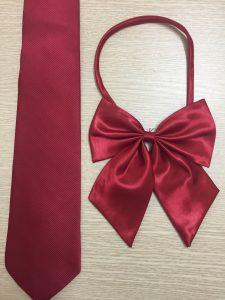 Cà vạt đỏ bầm đồng phục