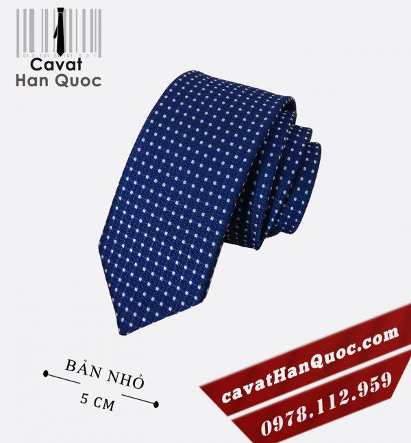 Cà vạt xanh dương đậm chấm bi trắng bản nhỏ 5 cm
