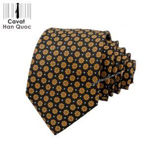 Cà vạt bản trung 7 cm hoa vàng trên nền đen