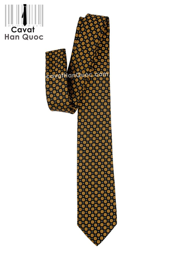 cà vạt đen hoa vàng nhìn tổng thế