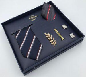 Set cà vạt màu xanh than kẻ sọc chéo đỏ, trắng, xám