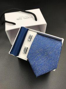 Set hộp trắng cà vạt xanh dương pha loang trắng
