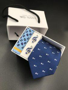 Set hộp trắng cà vạt xanh than 2 vuông trắng