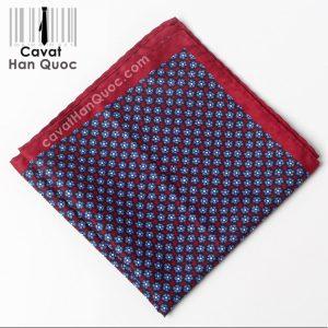 Khăn cài túi áo vest màu đỏ mận họa tiết hoa xanh than