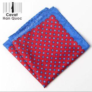 Khăn cài túi áo vest màu đỏ viền xanh dương hoa xanh
