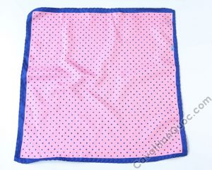 Khăn cài túi áo vest màu hồng viền xanh dương chấm bixanh