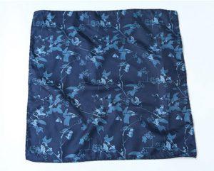 Khăn cài túi áo vest màu xanh than họa tiết cành lá