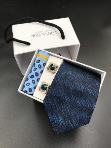 Set hộp trắng cà vạt xanh than hoa họa tiết cành lá màu xanh bạc