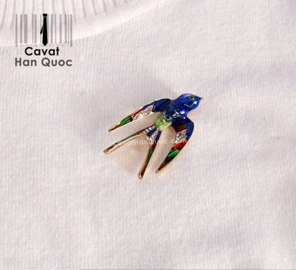 Khuy ghim cài áo hình chim én xanh đính đá