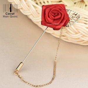 Ghim cài áo vest hình bông hồng màu đỏ tươi lá vàng dây xích