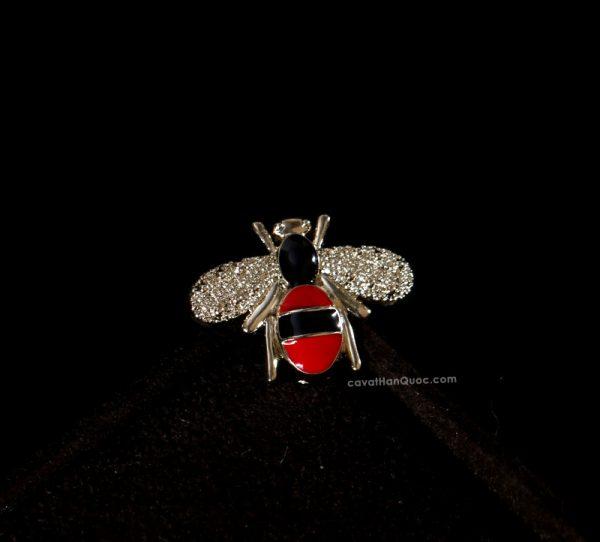 Khuy ghim cài áo hình con ong thân đen đỏ